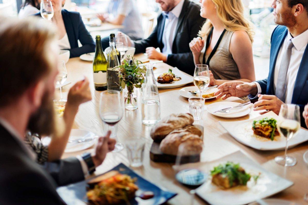 Hoe zit het met de fiscale aftrekbaarheid van restaurantkosten?