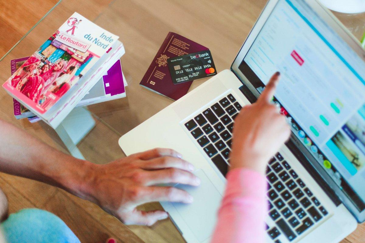 La carte de crédit pour la préparation d'un voyage