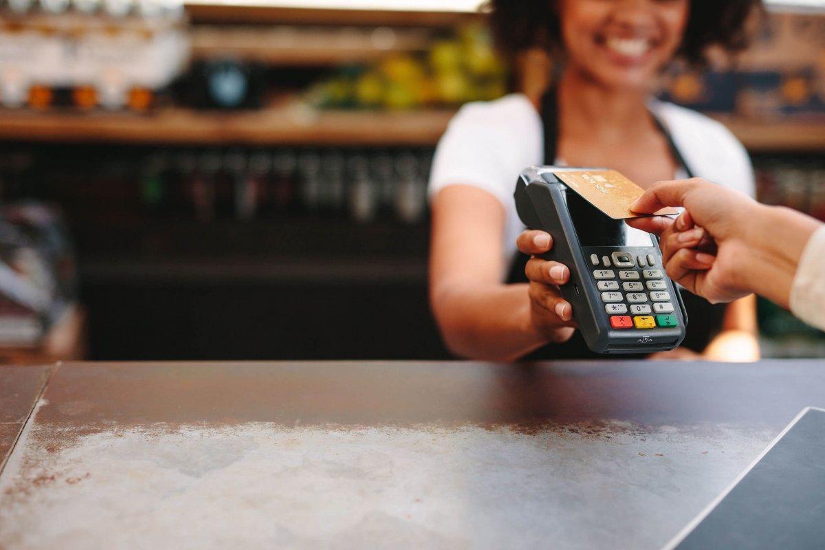 En tant que client Beobank, vous pouvez payer sans contact avec votre carte de débit ou votre carte de crédit.