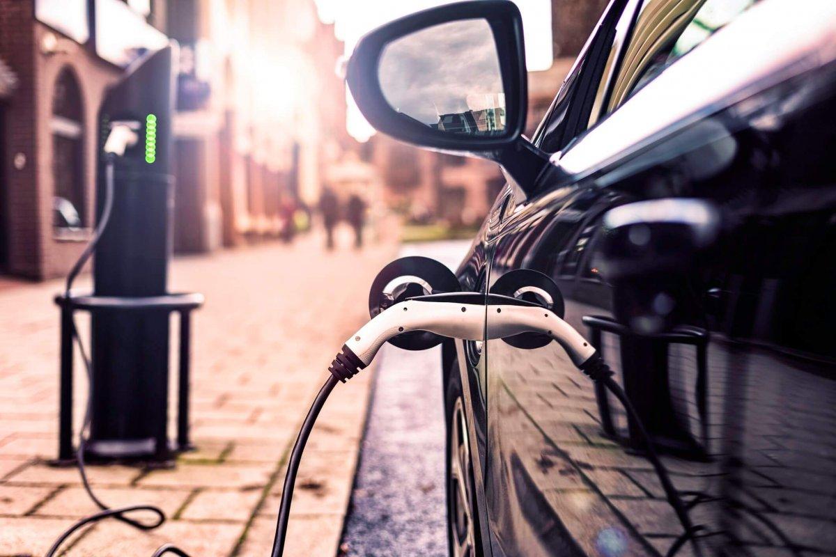 Ga je voor een volledig elektrische auto of een hybride?