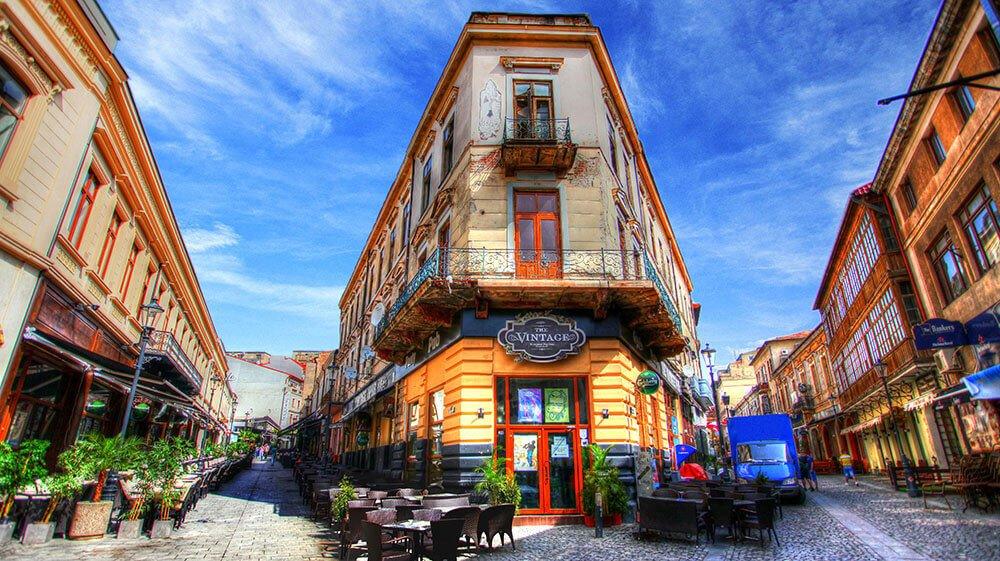 La rue Lipscani à Bucharest - une belle destination pour le voyageur budget